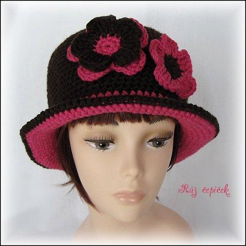 Háčkovaný klobouk Růže v čokoládě
