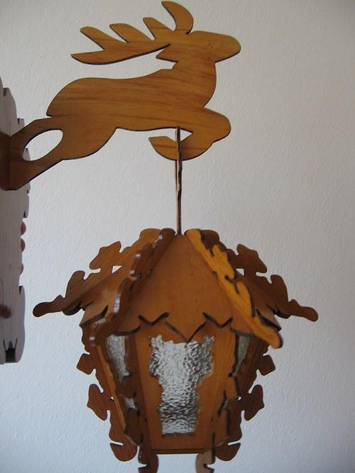 Dřevěná vyřezávaná,ozdobná lampička k zavěšení