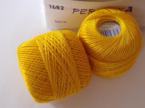 Vyšívací příze perlovka - sytě žlutá