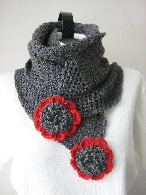 Šedo - červená, pletená šála