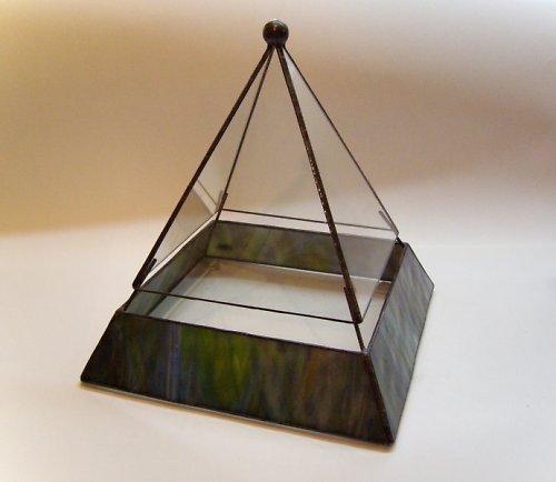 skleník na sukulenty - pyramida