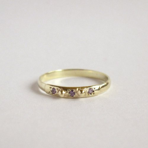 Fialkový (prsten ze žlutého zlata)