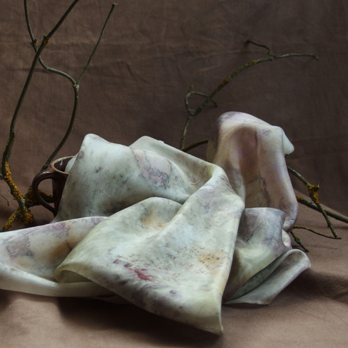 Na růžích ustláno - hedvábný šátek S22 - eco print