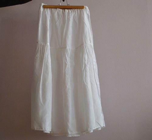 Pod sukní...dlouhá hedvábná spodnička
