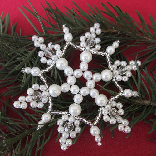 Vánoční vločka velká bílá perličkokrystalová