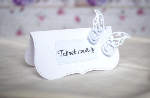 Svatební jmenovka bílá s motýlem 2