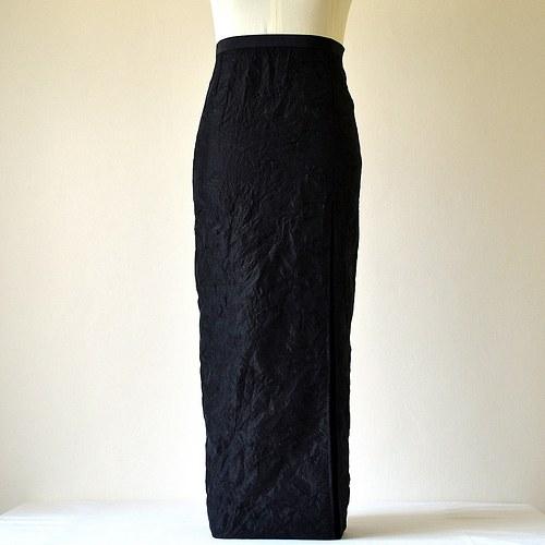 Černá sukně z vyšívaného taftu (sleva z 1165,-Kč)