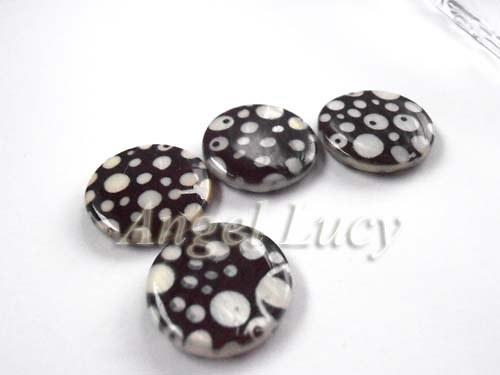 Korálek černý s bílými puntíky