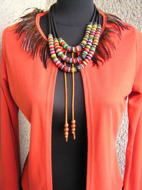 Indiánský svetřík s pírky, styl boho