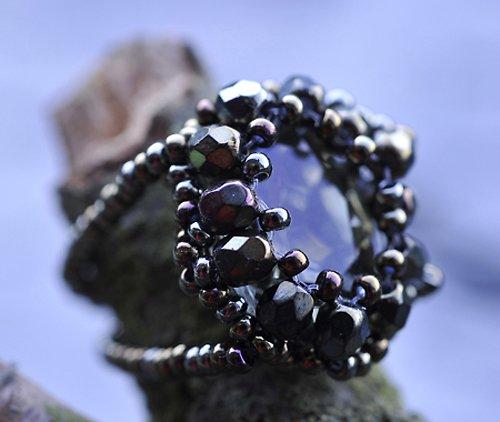 Prstýnek - černý kámen - korálky