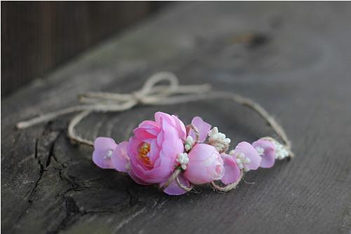 růžový kvítek pryskyřníku