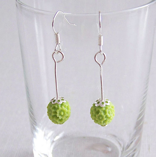 Náušnice stříbrné a pryskyřicové kytičky zelené