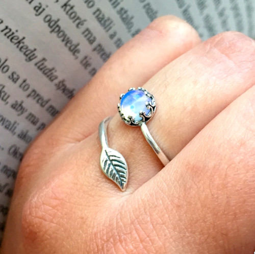 Strieborný prsteň s opalitom a listom Ag925