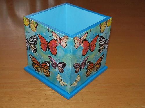 Stojánek na tužky Motýlci