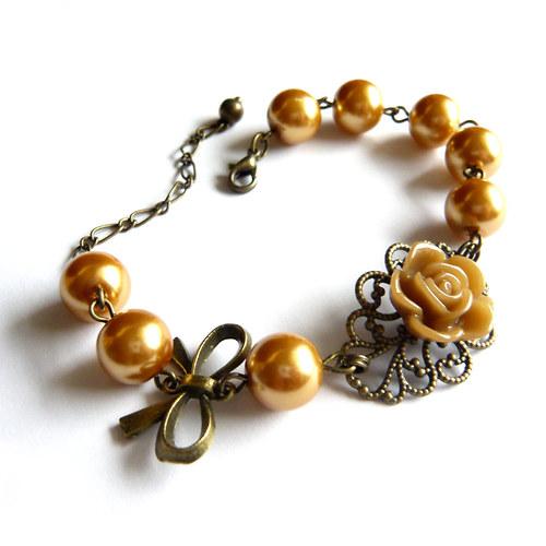 Romantický květinový náramek se zlatými perličkami