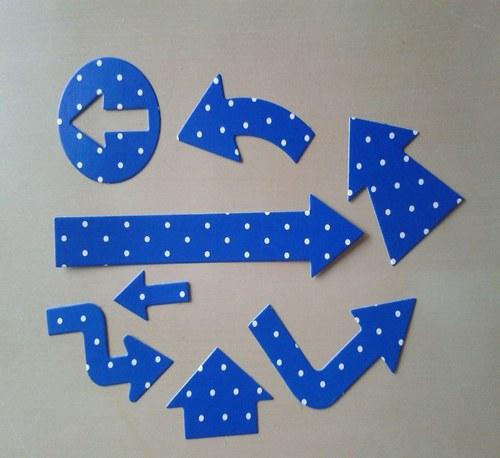Šipkovaná - modrá s puntíky