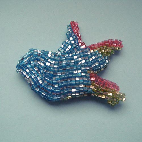 Ptáček vyšitý korálky - modrá, zelená, růžová
