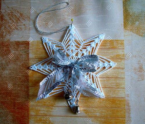 Závěs bílý háčkovaný průměr 15 cm - vánoční hvězda