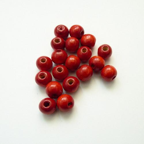Červené kuličky - dřevo 19 ks