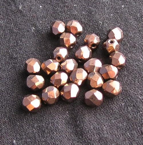 Broušené korálky 5 mm v barvě mědi, 20 ks