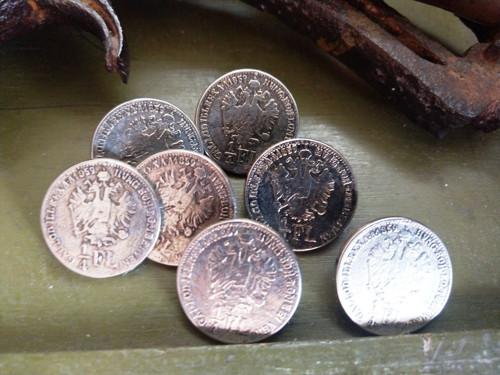Starožitné kovové knoflíky 7ks 2,2 cm č.14