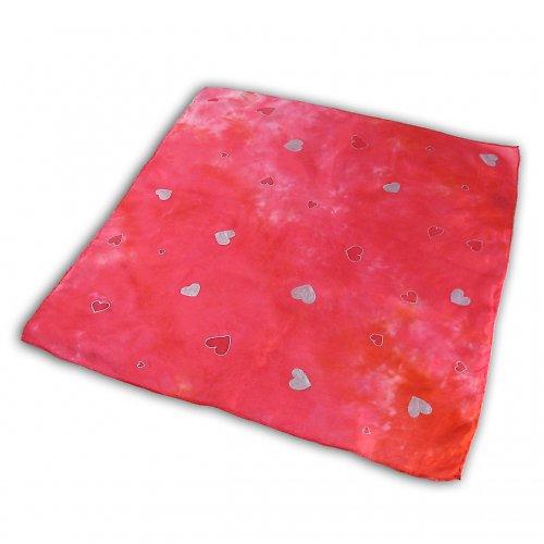 Batikovaný červený šáteček se srdíčky na přání