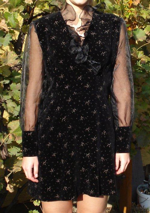 Večerní sametové šaty