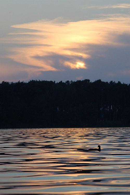 Večerní jezero Lhota
