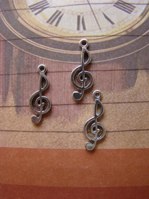 Kovový přívěšek - houslový klíč