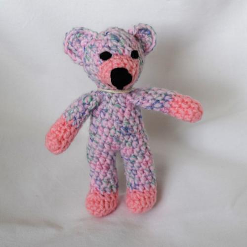 Háčkovaný medvídek růžový melír