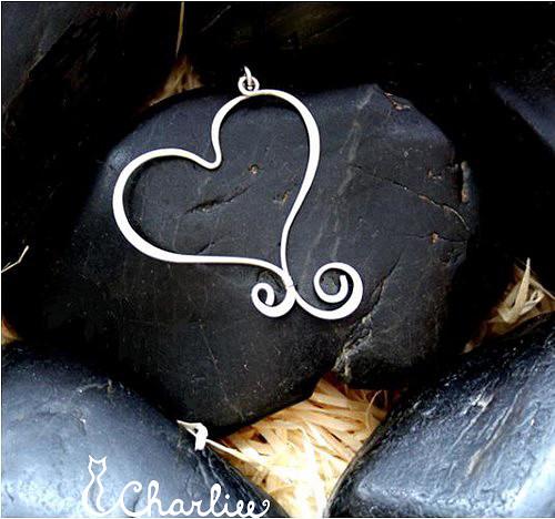 Zamilovaná - tepané srdce - chirurgická ocel