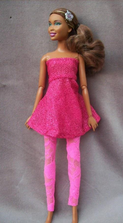 Růžové šaty a legíny