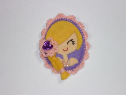 Brož Blondýnka s květinou