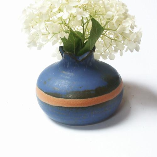 Tmavomodrá šípková - keramická vázička