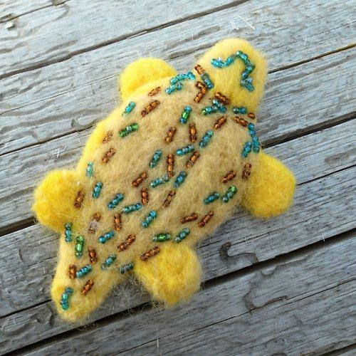 Plstěná želva okrově žlutá