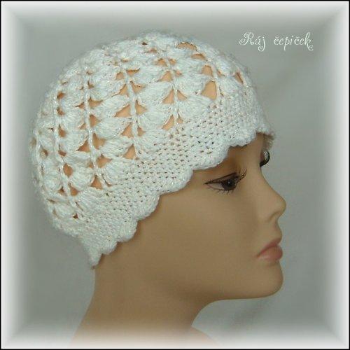 Čepice bílá, dospělá, s možným dozdobením
