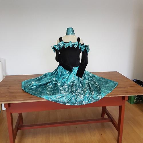 dvoudílné šaty, brokátová sukně, sametový živůtek
