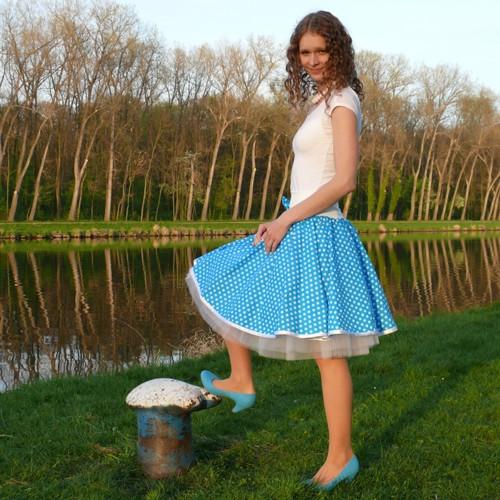 Tyrkysová puntíkovaná sukně