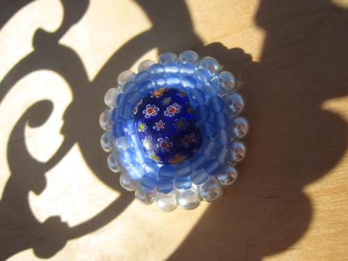 Modře perleťově rozkvetlá (brož)