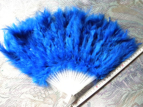 luxusní  VĚJÍŘ  z peří v modré barvě