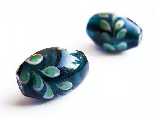 Tmavě zelené vajíčko s tradičním vzorem ((V143))