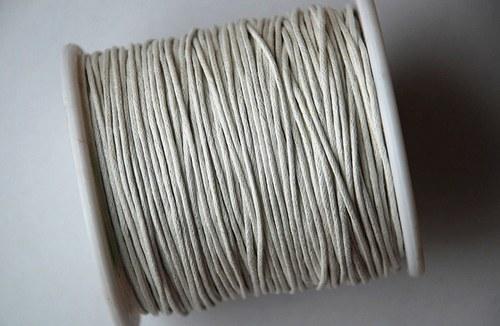 voskovaná šňůrka 10m, bílá