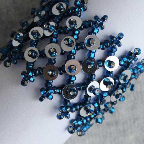 Šitý náramek v modro-stříbrné
