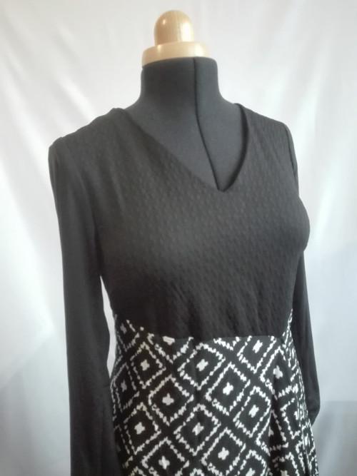 Elegantní asymetrické šaty