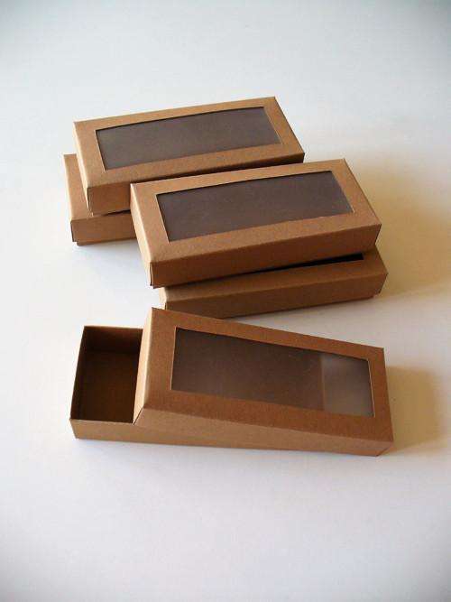 krabička s okienkom