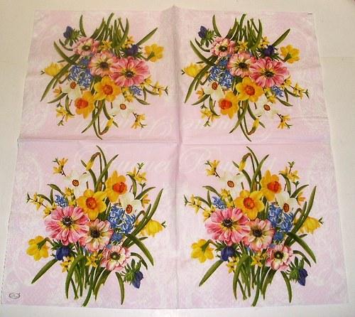 jarní kytice na růžové