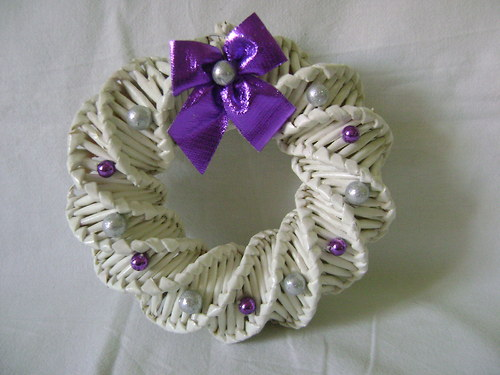 Věneček bílý s fialovou dekorací