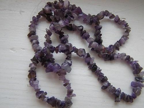 Obrušované zlomky minerálů - amethyst - 10g