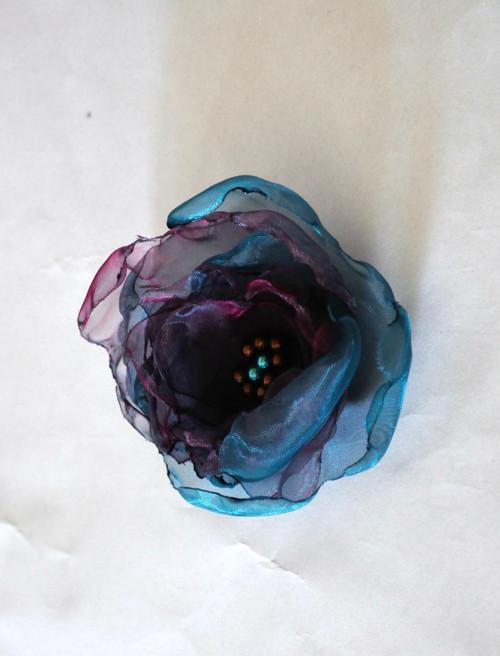 Modrá kytka do klopy