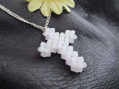 Křížek bílý - náhrdelník
